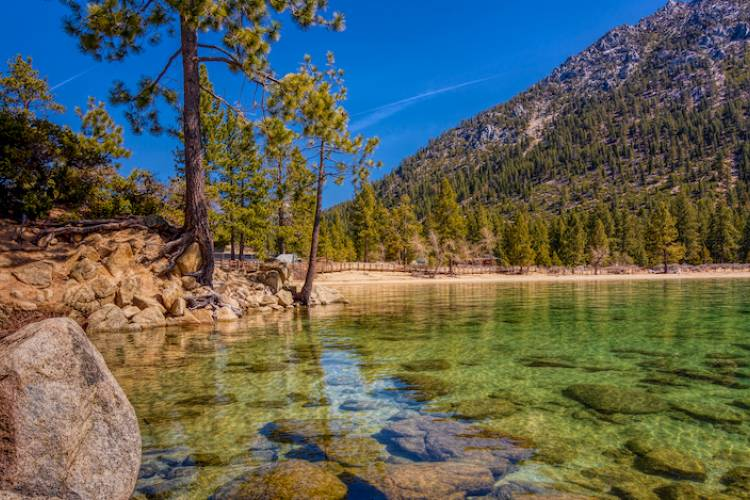 crystal turquoise waters at north lake tahoe in california